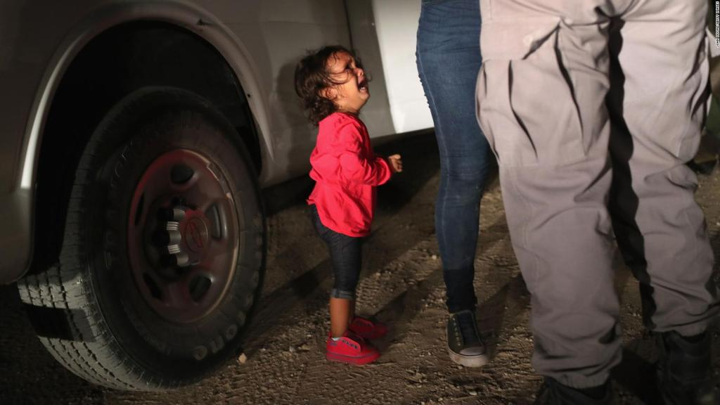 niña hondureña al momento de la detención migratoria
