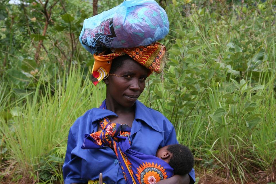 Mujer con su hijo.