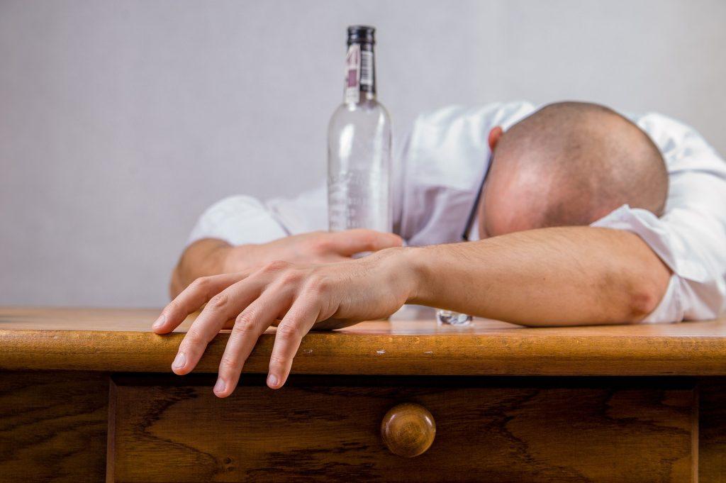 Riesgos de ingerir paracetamol y alcohol