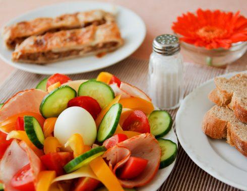¿Desayunar realmente ayuda a perder peso?