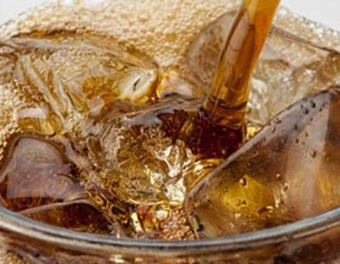 beber más de dos bebidas de dieta al día podría estar ligado con embolias y enfermedades del corazón