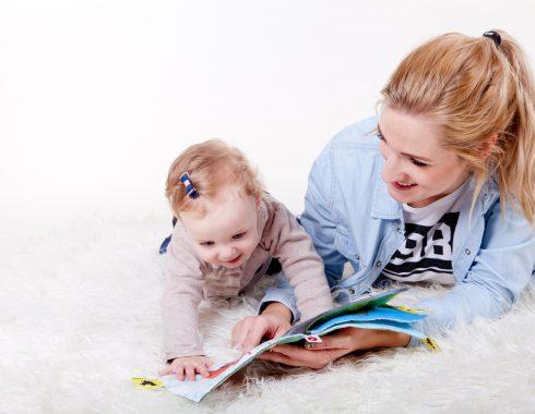 ¿La respuesta a emociones vocales está asociada a la relación madre-hijo?