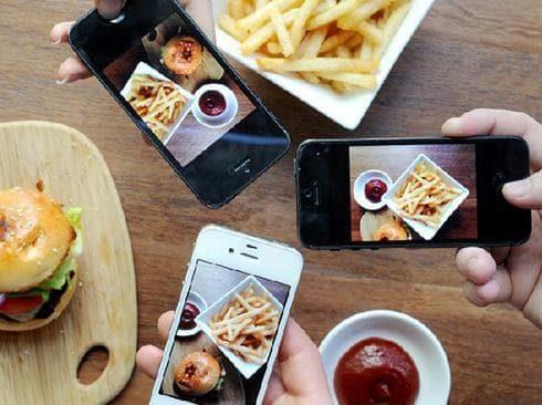 Redes sociales podrían provocar que niños coman más calorías