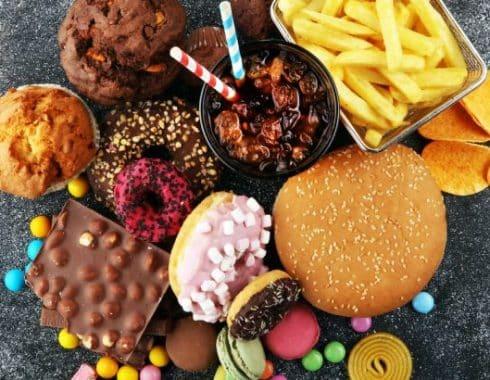 El insomnio y la nariz, culpables de los antojos de comida chatarra