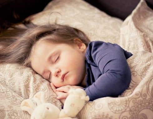 Hora de dormir, relacionada con obesidad infantil