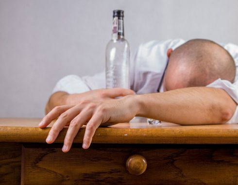 Alcohólicos Anónimos: ¿Verdaderamente útil?